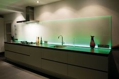 achterwand keuken glas - Google Search - ww.aa-glazenkeukenachterwand.nl Interior Decorating, Kitchen Bar, Interior, Lighted Bathroom Mirror, Decor Interior Design, New Homes, Home Decor, Home Kitchens, Bar Inspiration
