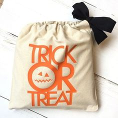Snoepzak halloween - Trick or Treat Halloween Trick Or Treat, Chickadees, Treats, Kind, Om, Bags, Instagram, October, Trick Or Treat