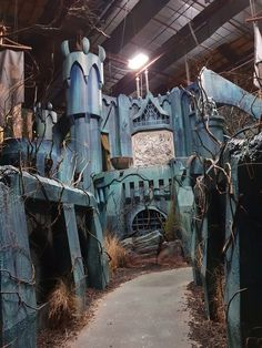 Theme Party Ideas for Your Next Bash Halloween Horror Nights, Halloween Scene, Halloween Birthday, Couple Halloween Costumes, Halloween Party Decor, Halloween House, Spooky Halloween, Halloween Ideas, Real Haunted Houses