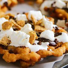 Frozen Chocolate, Mini Chocolate Chips, Funnel Cake Fries, Funnel Cakes, Funnel Cake Recipe Easy, Yummy Treats, Yummy Food, Campfire Desserts, Smores Dessert
