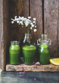 Rivig, fräsch och knallgrön ♥ Bästa morgonshoten just nu tycker jag.   Vetegräs innehåller massor av vitaminer och mineraler, aminosyror, klorofyll och enzymer. Det stärker kroppen, renar,...