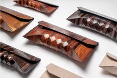This design duo Tesler and Mendelovitch from Tel Aviv created a collection of clutches with a modern, geometric style that look like wooden origami. The wooden purses can be custome made on etsy. Style Afro, Wooden Purse, Design Textile, Textiles, Deco Design, Handmade Wooden, Leather Clutch, Purses And Bags, Creations