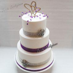 bruidstaart Radiant Orchid zilver strass glittertaart met Broches en dubbel Hart topper  Wedding cake Radiant Orchid Silver Diamond brooches and Dubble Heart topper
