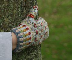 Ravelry: Peerie Flooers Mittens pattern by Kate Davies Designs Fair Isle Knitting, Knitting Yarn, Hand Knitting, Knitting Patterns, Hat Patterns, Knitting Designs, Stitch Patterns, Fingerless Mittens, Knit Mittens