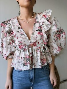 Kurta Designs Women, Blouse Designs, Indian Fashion Dresses, Fashion Outfits, Floral Blouse Outfit, Sleeves Designs For Dresses, Trendy Tops, Stylish Dresses, Aesthetic Clothes