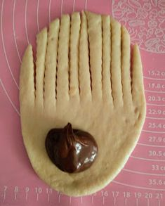 Vianočka (sladké koláčiky s čokoládou) kváskové Nutella, Pudding, Desserts, Food, Basket, Tailgate Desserts, Deserts, Custard Pudding, Essen
