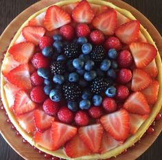 Fruits Cheesecake with strawberries, blueberries, raspberries and blackberries #cheesecake #fruits #fruitscake