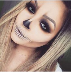 Looking for for ideas for your Halloween make-up? Browse around this site for creepy Halloween makeup looks. Creepy Halloween Makeup, Halloween Inspo, Last Minute Halloween Costumes, Halloween Looks, Costume Halloween, Scary Makeup, Halloween 2020, Simple Halloween Makeup, Horror Makeup