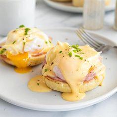 The Best Eggs Benedict is a simple, yet fancy breakfast recipe that you will love. Poached eggs with hollandaise sauce, ham, and English muffin. Egg Recipes For Breakfast, Breakfast Dishes, Brunch Recipes, Crepe Recipes, Simple Egg Recipes, Breakfast Sauce Recipe, Ideas For Breakfast, Poached Egg Recipes, Egg Recipes For Lunch