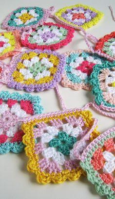 Silly Old Suitcase: nieuwe kofferschatten!new suitcase treasures! Modern Crochet, Love Crochet, Crochet Granny, Crochet Motif, Crochet Doilies, Knit Crochet, Crochet Ideas, Crochet Flower Squares, Embroidery