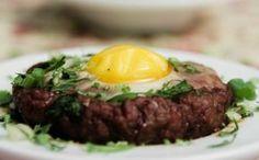 'Bolovo': petisco de carne moída com ovo - Receitas - GNT