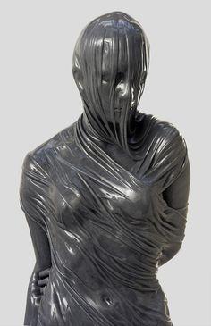 Com a impressão de que estão derretendo, as fantásticas esculturas do artista irlandês baseado em Londres Kevin Francis Gray são feitas, por incrível que pareça, de mármore e bronze, fazendo alusão a um tecido.