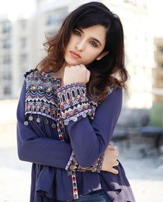 Shirley Setia is an indo Kiwi Singer. Hindustan Times and Forbes featured Setia as Bollywood's Next Big Singing Sensational. Lengha Blouse Designs, Shirley Setia, Latest Trending News, Lucky Girl, Cute Beauty, Beauty Girls, Jean Top, Most Beautiful Indian Actress, I Love Girls