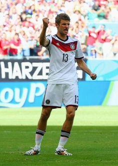 Muller despedazo a Portugal en el primer partido de las selecciones