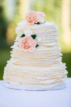Stilvolle Ideen für eine Hochzeitstorte mit Fondant - Hochzeitskiste #hochzeitstorte #weiß #originell Wedding Cake Guide, Big Wedding Cakes, Creative Wedding Cakes, Elegant Wedding Cakes, Beautiful Wedding Cakes, Wedding Cake Designs, Wedding Cake Toppers, Royal Cakes, Textured Wedding Cakes