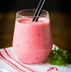 Sporttaajan puolukkasmoothie | Soppa365 Healthy Smoothies, Healthy Drinks, Smoothie Recipes, My Cookbook, Nice Cream, Sweet And Salty, Food Pictures, Food Pics, Milkshake