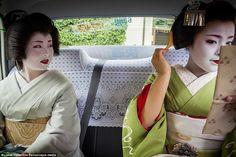 Inside the secret world of the Geisha Kyoto, Way Of Life, The Life, Samurai, Intimate Photos, The Secret World, Traditional Fashion, Japanese Culture, Geisha