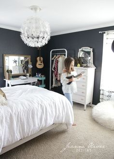 Cool 40 Stylish Bedroom Decoration Ideas with White Furniture. More at http://www.dailypatio.com/2017/11/19/40-stylish-bedroom-decoration-ideas-white-furniture/