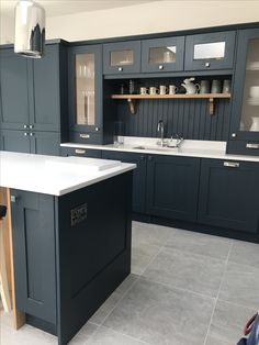 Navy kitchen with tongue and groove back splash white marble effect quartz worktops and grey limestone tiles Navy Kitchen, Gray And White Kitchen, Black Kitchen Cabinets, Kitchen Cabinet Colors, Kitchen Worktop, Kitchen Flooring, Kitchen Pics, Kitchen Unit, Howdens Kitchens