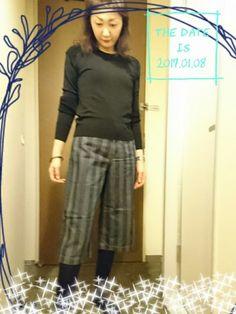 昨日購入したばかりの ストライプのパンツを履きたくて😆 下には UNIQLOの極暖レギンスで 防寒