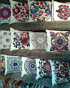 almabohemiadecobordados.mitiendanube.com Mandalas, Flores Bohemias, Stencil  son parte los almohadones bordados a mano por Alma Bohemia Deco Bordados