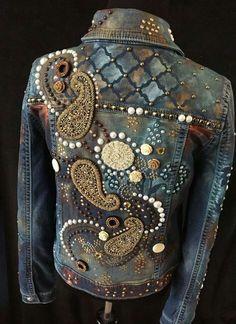 paisley paint studs pearls on an embellished denim jacket Diy Jeans, Jeans Denim, Bling Jeans, Denim And Lace, Denim Fashion, Boho Fashion, Looks Country, Estilo Denim, Denim Art