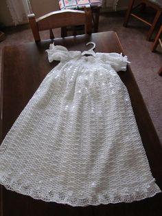 Crocheted Blessing Dress Crochet Girls, Crochet For Kids, Crochet Baby, Knit Crochet, Baby Christening Outfit, Christening Dresses, Baby Blessing Dress, Crotchet Patterns, Beautiful Crochet