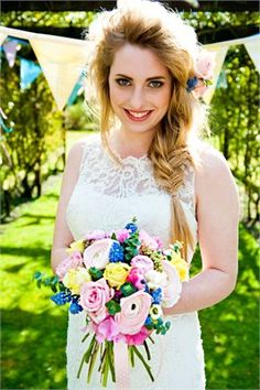 http://www.linacameron.com/services/weddings/ comes with a makeover service that can make you feel full of energy, inspired, with eyes sparkling ready for the evening ahead.