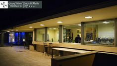 Veduta esterna notturna del #Lounge #Bar