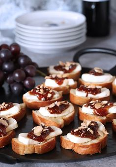 Great appetizers do not have to be complicated and this Fig Jam and Brie Crostini is the perfect example. Perfect for small or large gatherings, it's quick and easy and absolutely delicious. Fig Appetizer, Appetizers For Party, Appetizer Recipes, Party Snacks, Sugar Donut, Fig Recipes, Toasted Almonds, Clean Eating Snacks, Brie
