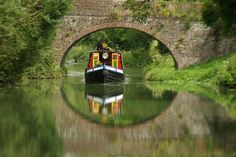 Boat on a Wiltshire canal - England — photo by Gillie Barge Boat, Canal Barge, Canal Boat, Travel Around The World, Around The Worlds, Reflection Pictures, London Market, Narrowboat, Ways To Travel