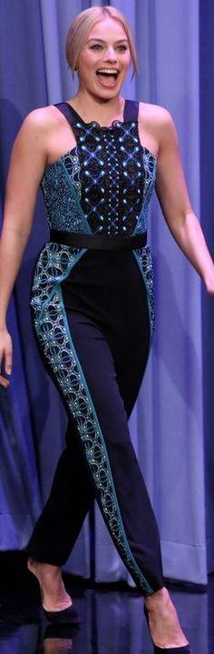 Margot Robbie, blue print jumpsuit