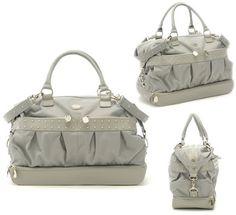 Aunque no lo crean es un lindo bolso porta pañales. Super a la moda, verdad?