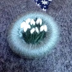I made myself a dorset button brooch, thanks @bodkincreates for a lovely idea…