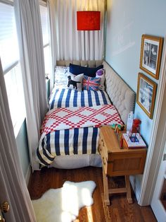 SMALL SPACE FEELING OF CLAUSTROPHOBIA WHY: it is a super small space and the bed is mushed between the wall and the windows. you have no room to move around DEF: small space where you feel claustrophobic in
