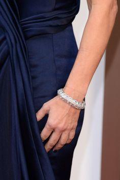 #oscar2014 - Sandra Bullock   Detalle del brazalete con diamantes de Lorraine Schwartz