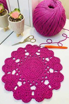 Crochet Leaf Patterns, Crochet Leaves, Crochet Circles, Crochet Square Blanket, Crochet Squares, Chrochet, Knit Crochet, Crochet Gifts, Diy And Crafts