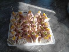Cheese-ham slices with orange and kiwi