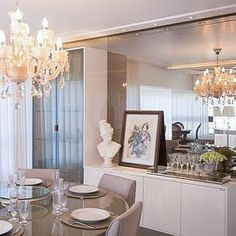 Apto ! Aparador em laca brilho, espelho bronze, cristaleira com vidro refletente champanhe, mesa fendi.