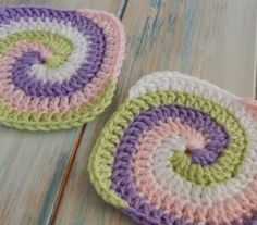 [Video Tutorial] This Cute Spiral Granny Square Is Surprisingly Easy To Crochet
