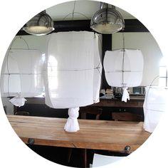 Mark Eden Schooley, une suspension habill�e de voile de coton blanc. Chaque pi�ce est unique et est r�alis�e � la main en vente chez Serendipity
