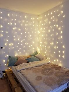 Beautiful interior design idea for Christmas: decorate sleeping area with fairy lights. Source by wohnklamotte The post Beautiful interior design idea for Christmas: sleeping area with fairy lights decor & appeared first on The most beatiful home designs. Small Room Bedroom, Modern Bedroom, Girls Bedroom, Bedroom Ideas, Master Bedroom, Bed Room, Diy Bedroom, Master Suite, Bedroom Designs