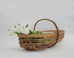 French Farmhouse Basket, Country wedding decor, Vintage flower basket, Laundry decor, Rustic storage. by FrenchTouchBoutique on Etsy https://www.etsy.com/listing/244908979/french-farmhouse-basket-country-wedding