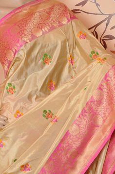 Pure Banaras silk Saree with kadiyal border 16500+s Order what's app 7093235052