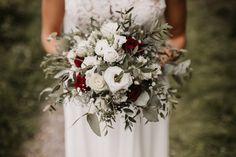 Bridal Bouquet #mountainwedding Bridal Bouquets, Portrait, Wreaths, Table Decorations, Photography, Wedding, Home Decor, Wedding Photography, Fotografie