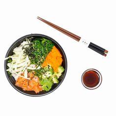 Tämä helppo ja vaivaton teriyaki-kastike sopii mainiosti yhteen kanan, kalan, lihan ja kasvisten kanssa. Teriyakia kannattaa kokeilla myös grilliruoan kanssa. Sitä voi surutta kaataa (melkein) minkä tahansa ruoan päälle ja lopputulos on ... Salmon Poke, Good Food, Yummy Food, Poke Bowl, Avocado, Easy Meals, Healthy Eating, Chopsticks, Cooking