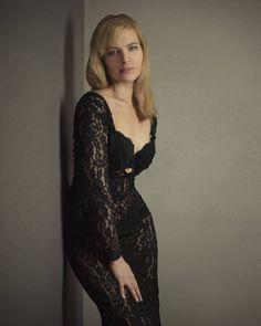 Boudoir photoshoot - long back lace gown, glamour portrait