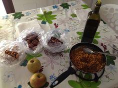 colazione: farro integrale, olio extra v oliva, spezie (curcuma, peperoncino, galanga, piretro, issopo) frutta secca: noci, mandorle, nocciole 2 mele
