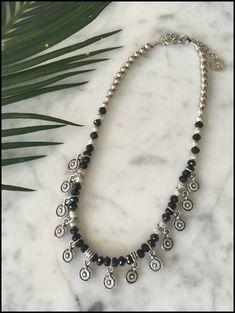 Compra online COLLARES Y GARGANTILLAS, paga en cuotas y recibilo donde quieras, Indian Jewelry Earrings, Black Jewelry, Gemstone Jewelry, Diy Jewelry, Beaded Jewelry, Jewelery, Women Jewelry, Jewelry Making, Beaded Necklaces