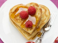 Valentine's Day is a perfect time to get your kid in the kitchen and let them help make some holiday treats. Check out 10 ideas for Valentine's Day treats for breakfast, lunch, dinner or dessert. Valentines Breakfast, Valentines Day Treats, Holiday Treats, Beignets, Empanadas, Savory Breakfast, Breakfast Recipes, Easy Desserts, Dessert Recipes